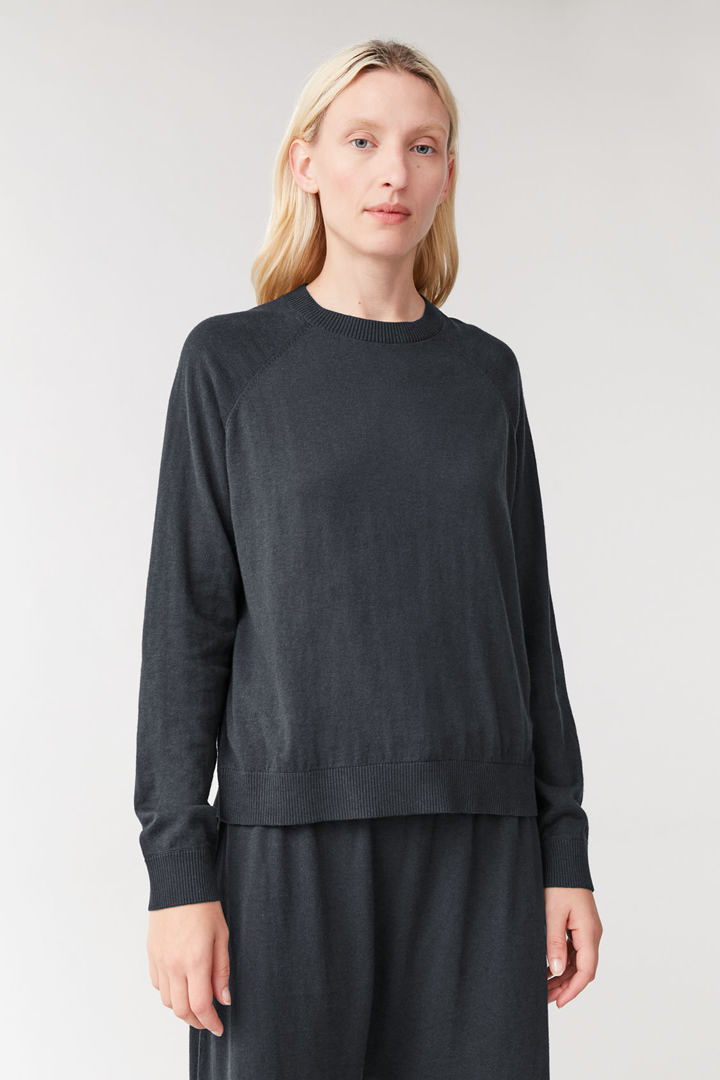 COS default image 4 of 블랙 in 코튼 캐시미어 스웨터