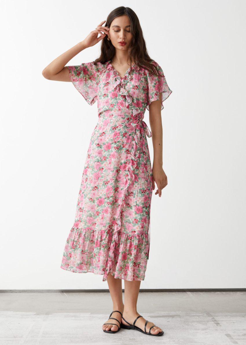 앤아더스토리즈 러플 미디 랩 드레스의 핑크 플로럴컬러 ECOMLook입니다.