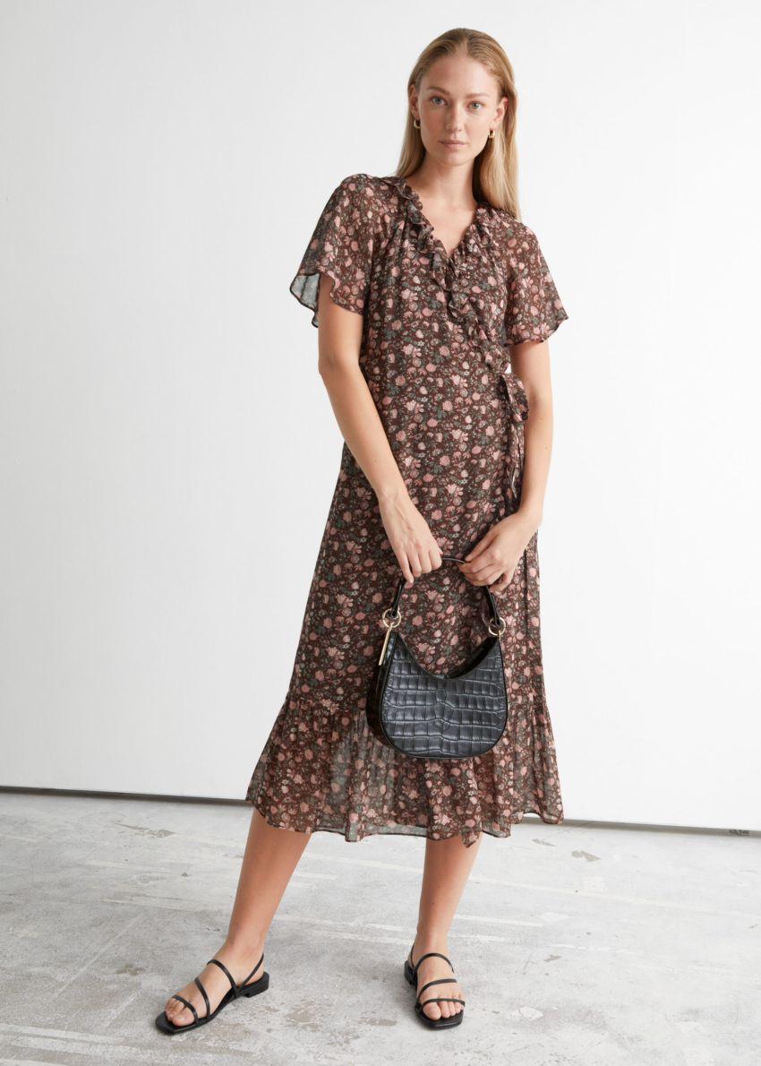 앤아더스토리즈 러플 미디 랩 드레스의 브라운 플로럴컬러 ECOMLook입니다.