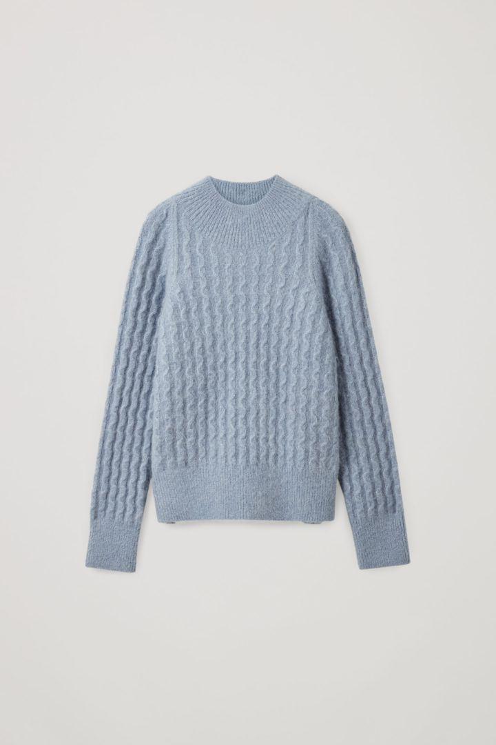 COS hover image 2 of 블루 in 알파카 울 믹스 미니멀 케이블 니트 스웨터