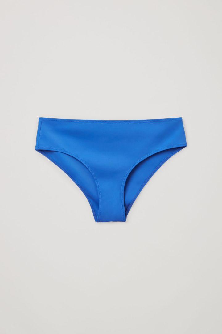 COS 리사이클 나일론 브라질리언 핏 비키니 바텀의 브라이트 블루컬러 Product입니다.