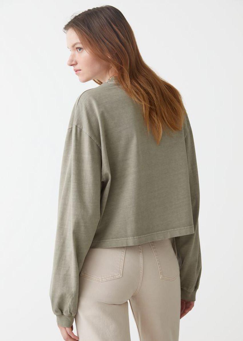 앤아더스토리즈 크롭 박시 코튼 스웨터의 베이지컬러 ECOMLook입니다.