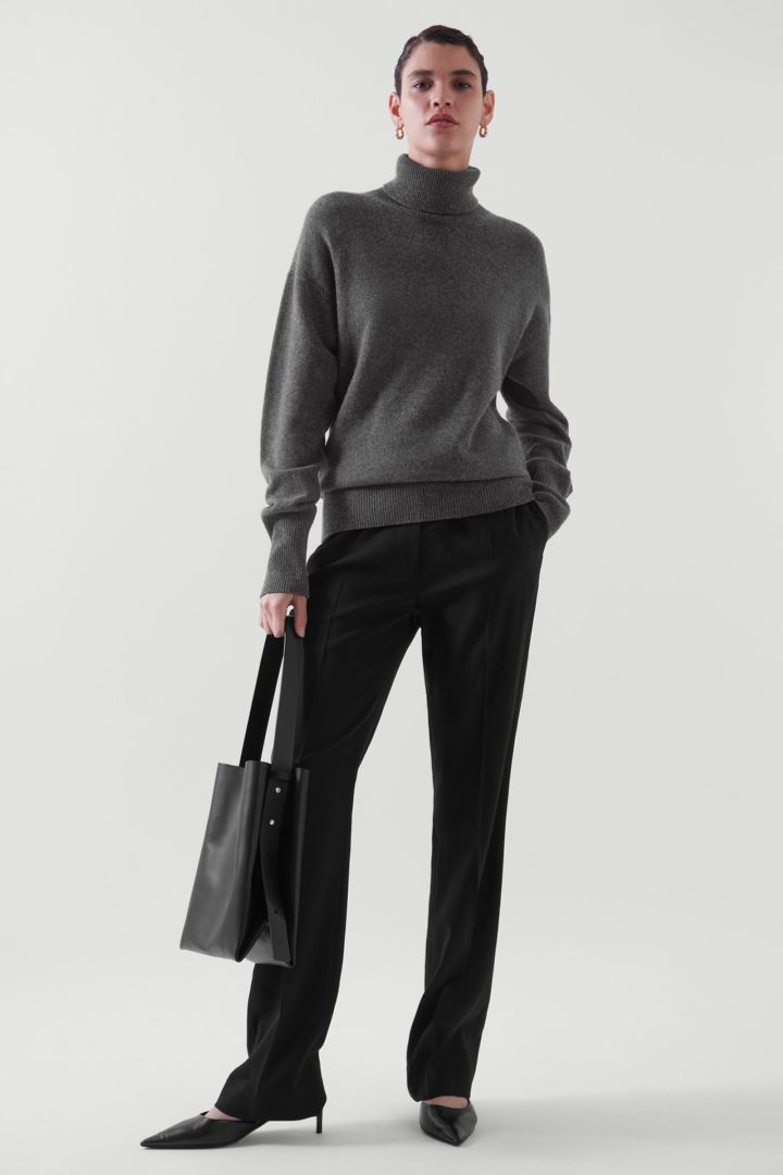 COS default image 3 of  in 롤넥 캐시미어 스웨터