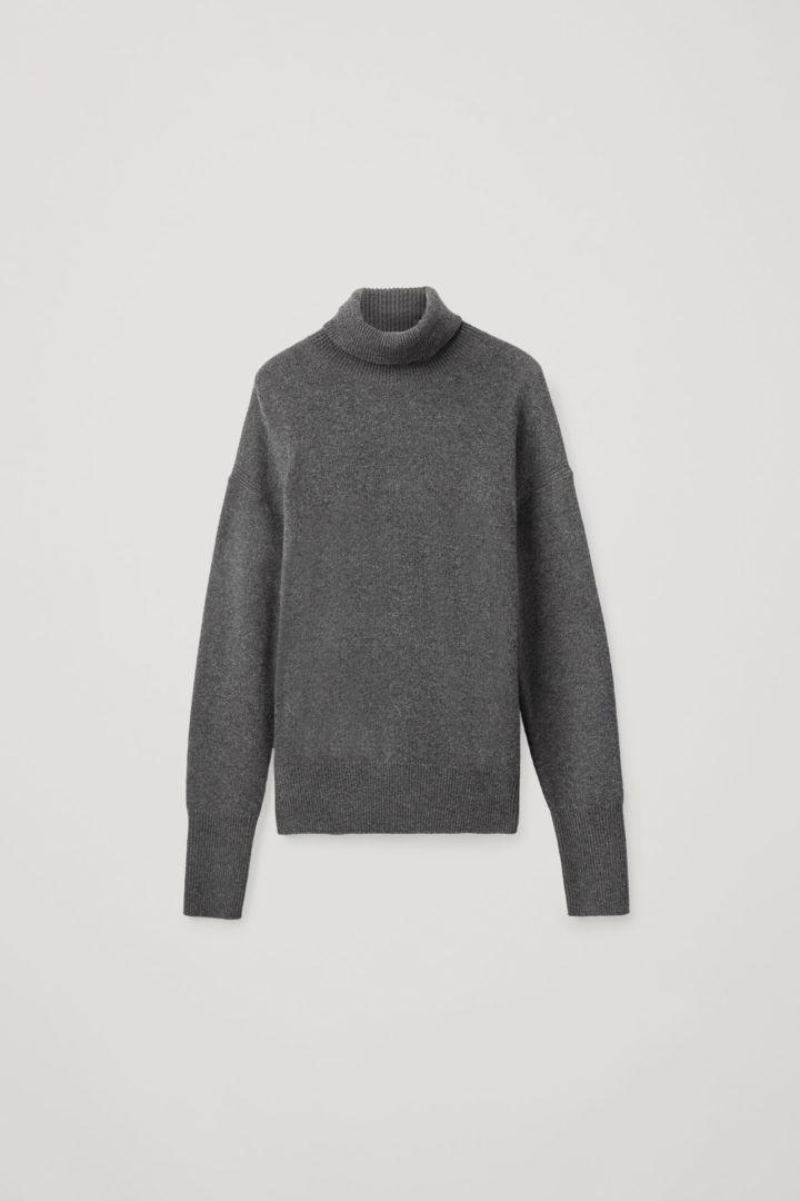 COS hover image 3 of  in 롤넥 캐시미어 스웨터