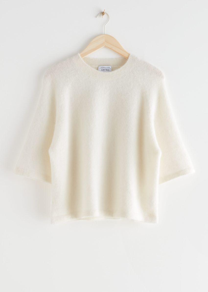 앤아더스토리즈 크롭 박시 알파카 블렌드 티셔츠의 화이트컬러 Product입니다.