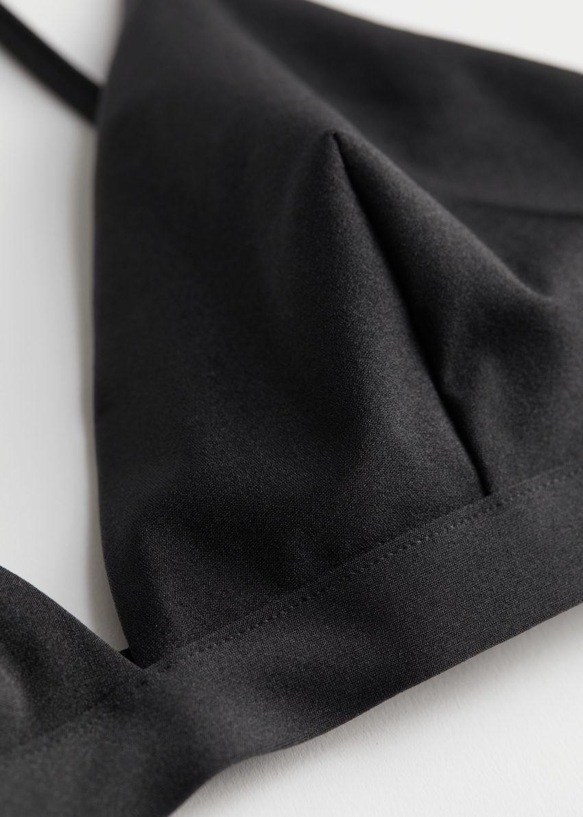 앤아더스토리즈 트라이앵글 비키니 탑의 블랙컬러 Detail입니다.