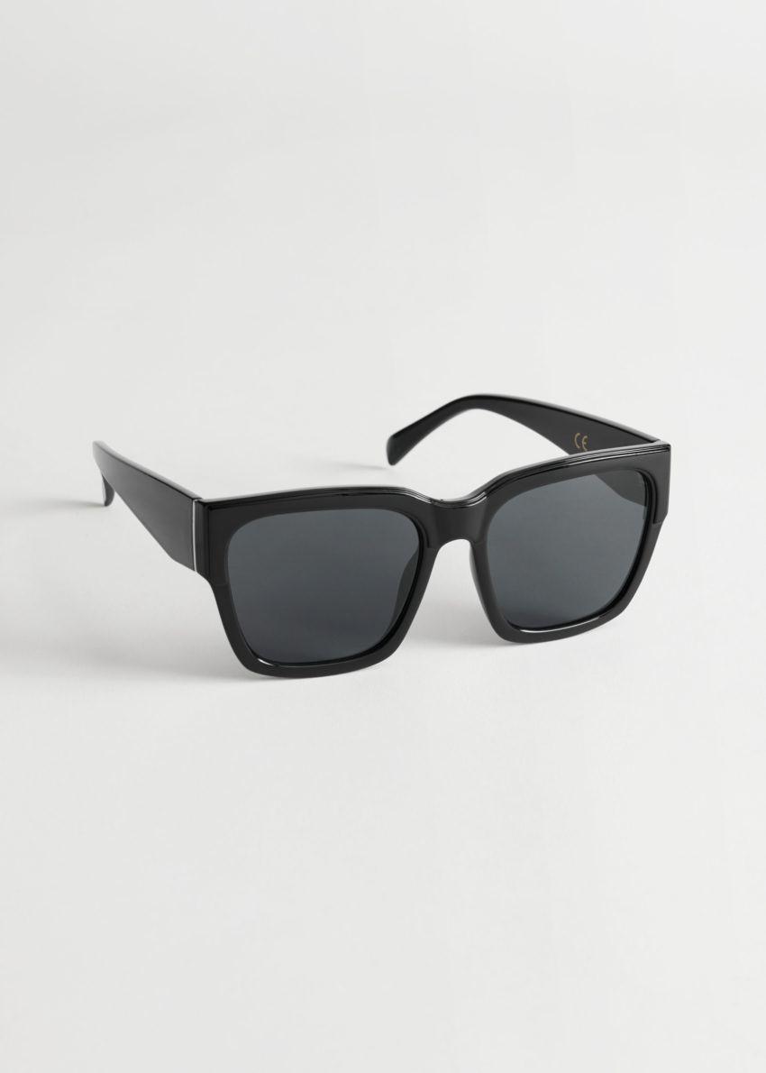 앤아더스토리즈 스퀘어 터토이즈 선글라스의 블랙컬러 Product입니다.