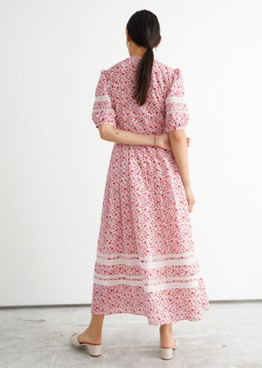 앤아더스토리즈 프린트 레이스 맥시 드레스의 레드 플로럴컬러 ECOMLook입니다.