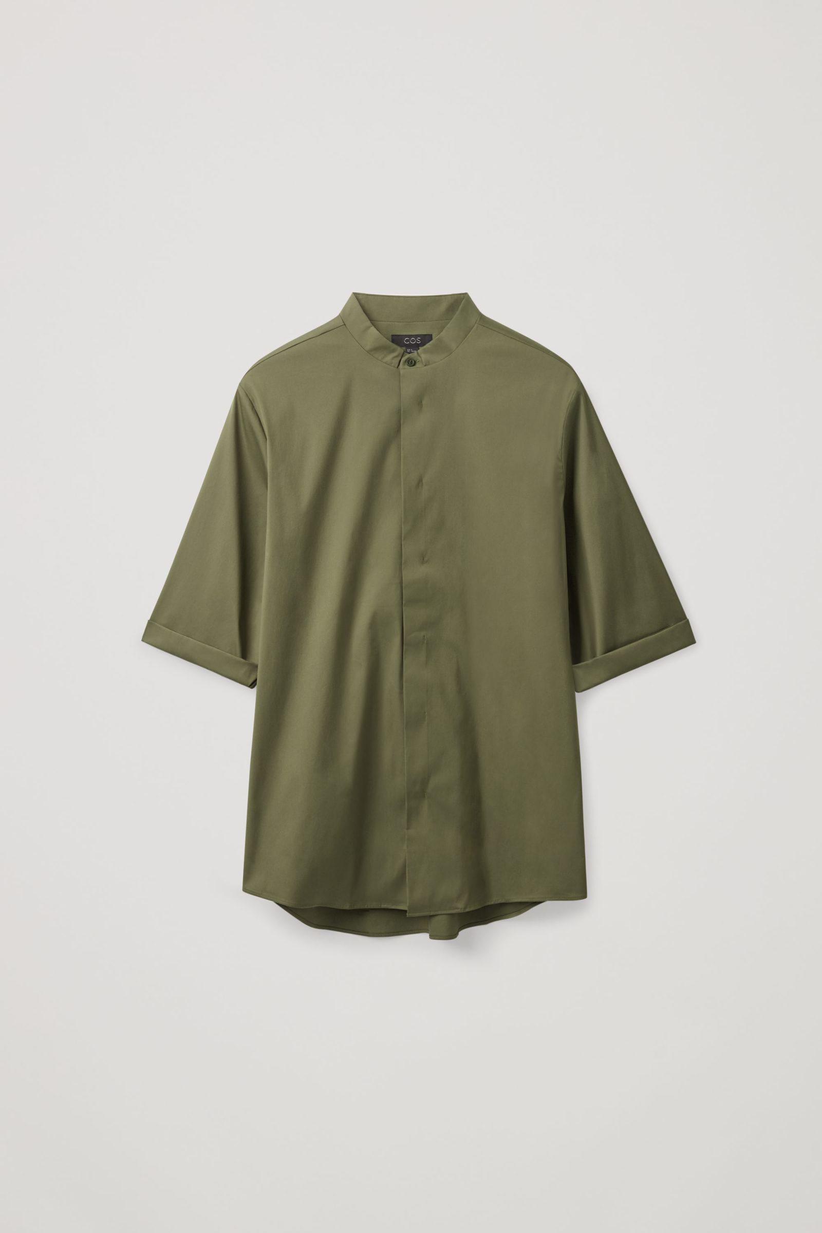 COS 슬림 칼라리스 셔츠의 카키컬러 Product입니다.