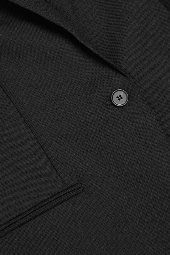 COS 울 스트레이트 컷 블레이저의 블랙컬러 Detail입니다.