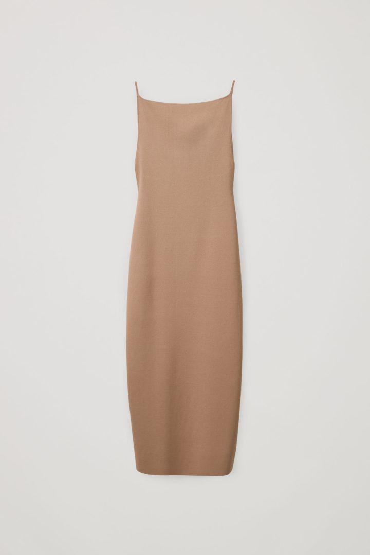 COS 백리스 니티드 슬립 드레스의 베이지컬러 Product입니다.