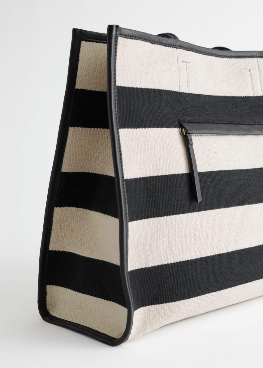 앤아더스토리즈 스트라이프 캔버스 레더 토트 백의 베이지, 블랙컬러 Detail입니다.