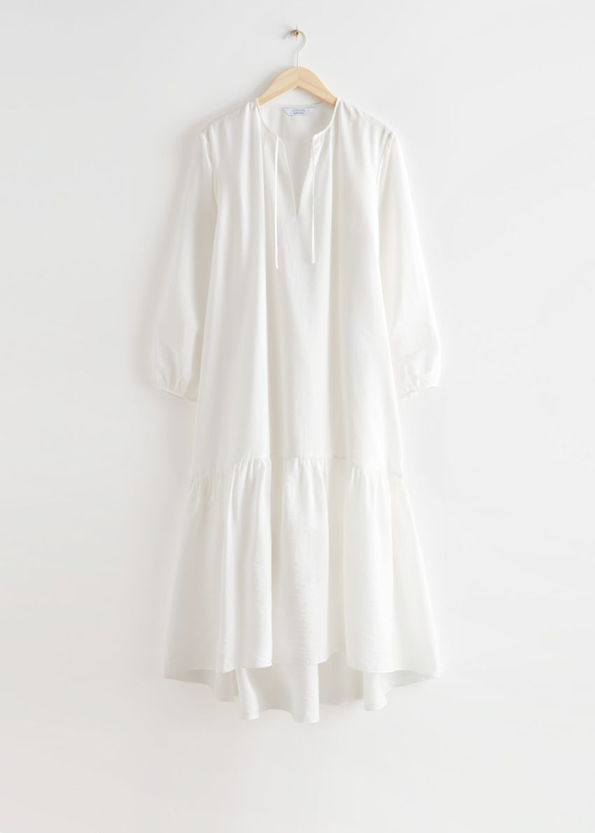 앤아더스토리즈 볼류미너스 맥시 드레스의 화이트컬러 Product입니다.