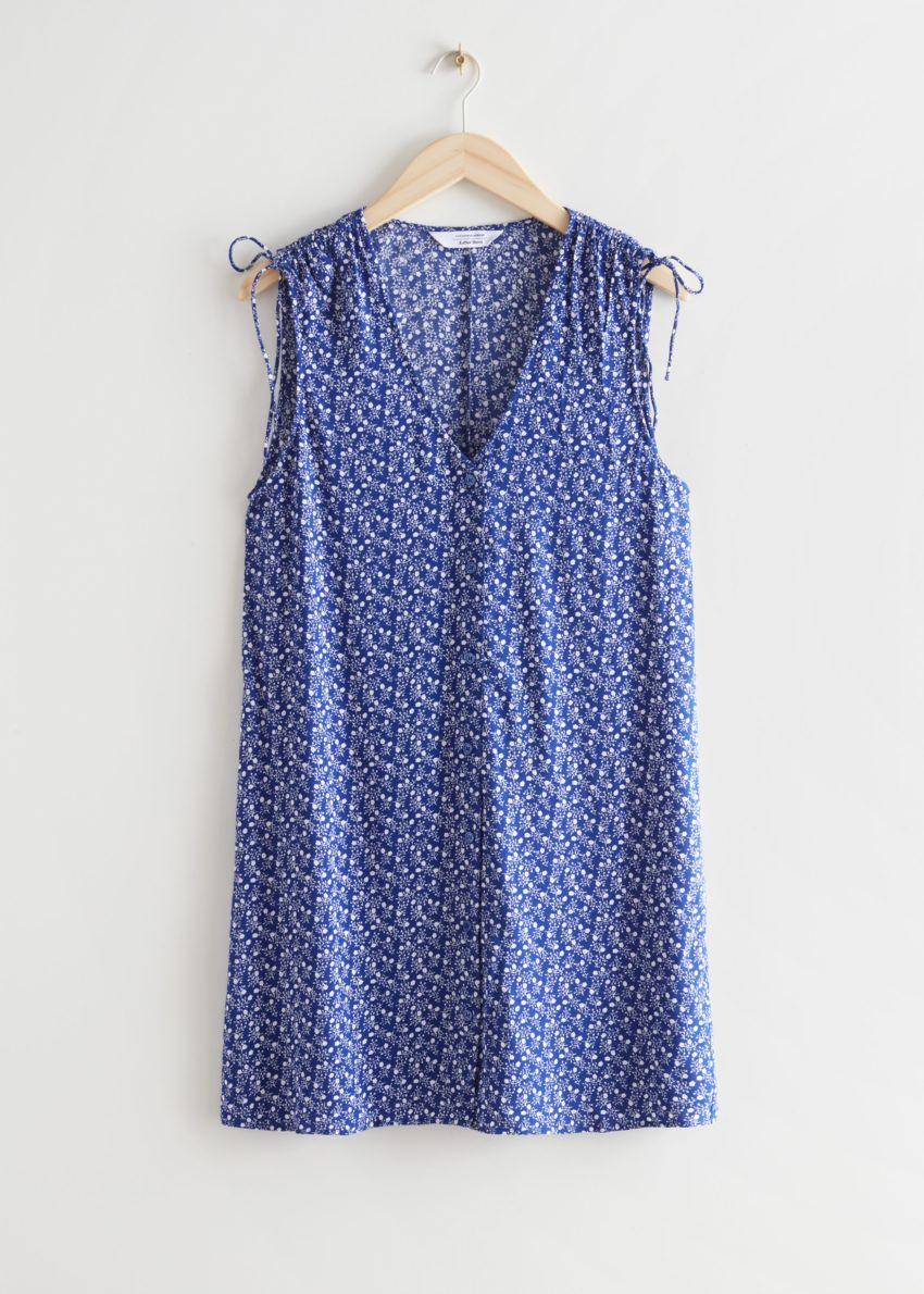 앤아더스토리즈 슬리브리스 프린트 미니 드레스의 블루 프린트컬러 Product입니다.