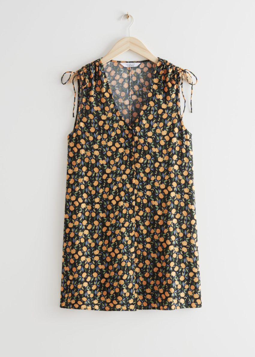 앤아더스토리즈 슬리브리스 프린트 미니 드레스의 애플 프린트컬러 Product입니다.
