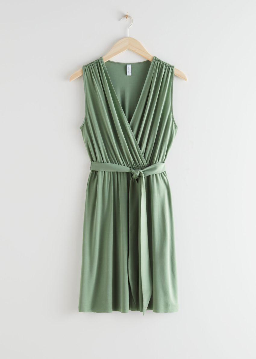 앤아더스토리즈 플런징 랩 미니 드레스의 그린컬러 Product입니다.