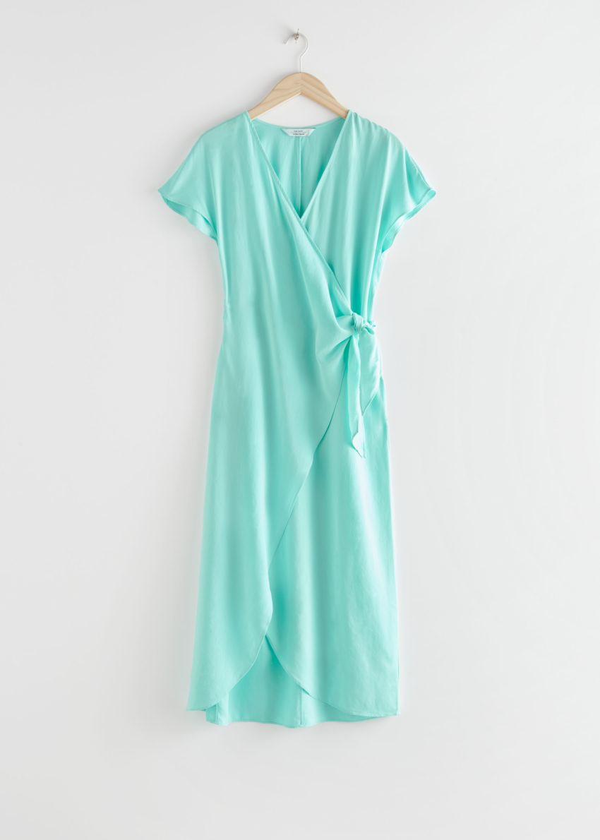앤아더스토리즈 리오셀 블렌드 랩 미디 드레스의 터쿼이즈컬러 Product입니다.