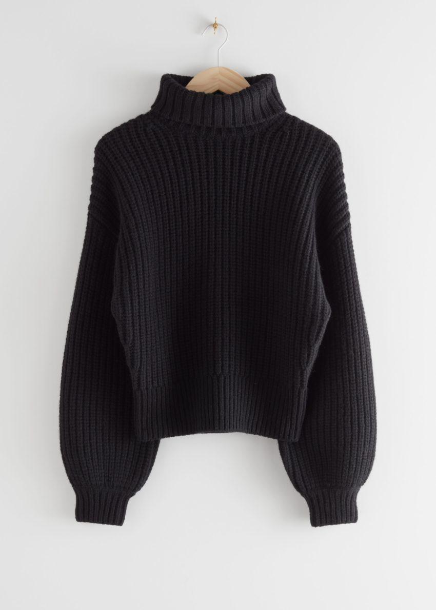 앤아더스토리즈 벌룬 슬리브 니트 스웨터의 블랙컬러 Product입니다.