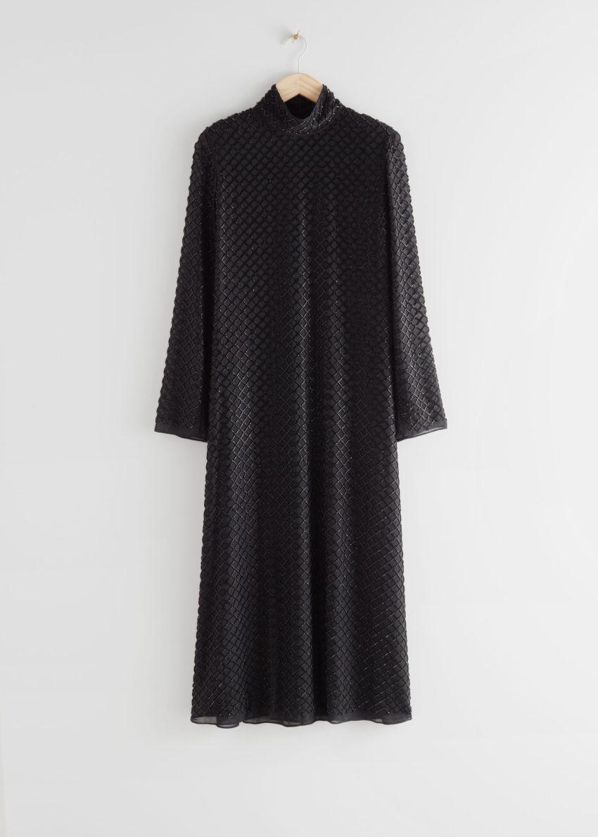 앤아더스토리즈 시어 비즈 컷 아웃 미디 드레스의 블랙컬러 Product입니다.