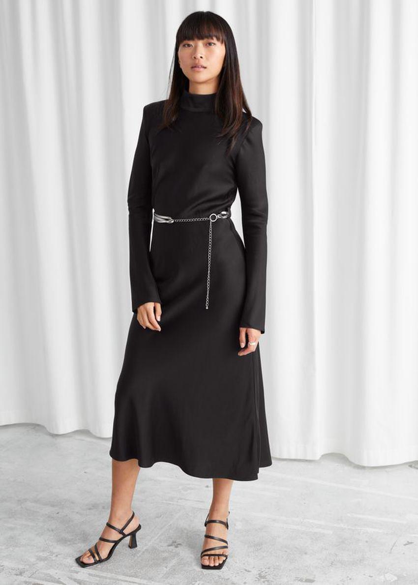 앤아더스토리즈 피티드 패드 숄더 미디 드레스의 블랙컬러 ECOMLook입니다.