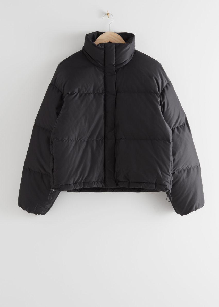 앤아더스토리즈 쇼트 오버사이즈 푸퍼 재킷의 블랙컬러 Product입니다.
