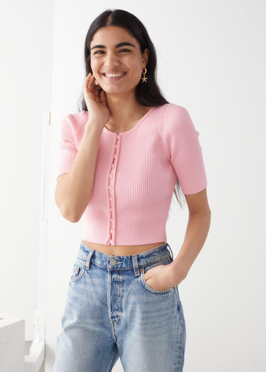 앤아더스토리즈 립 버튼 업 가디건의 핑크컬러 ECOMLook입니다.
