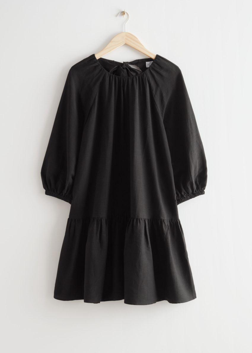 앤아더스토리즈 볼류미너스 미니 드레스의 블랙컬러 Product입니다.