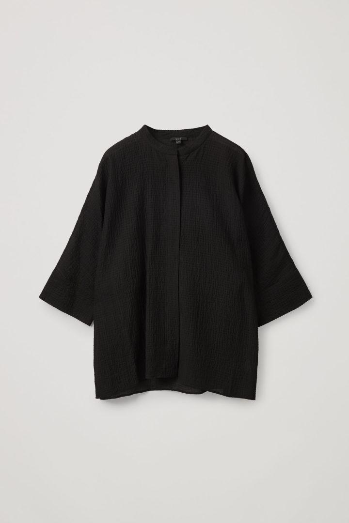 COS hover image 7 of 블랙 in 칼라리스 시어서커 셔츠