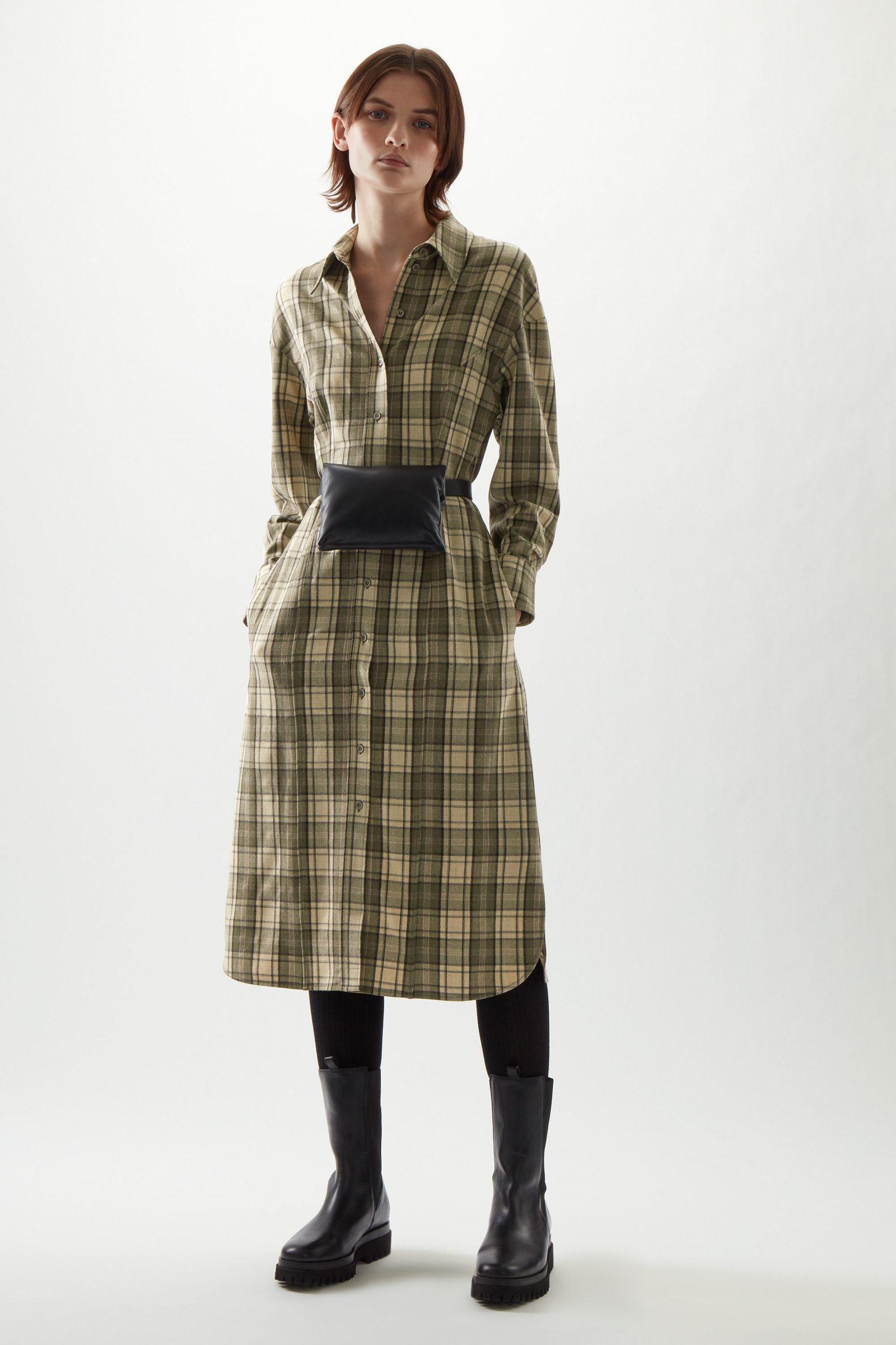 COS 울 믹스 체크 스트럭처드 셔츠 드레스의 베이지 / 브라운컬러 ECOMLook입니다.