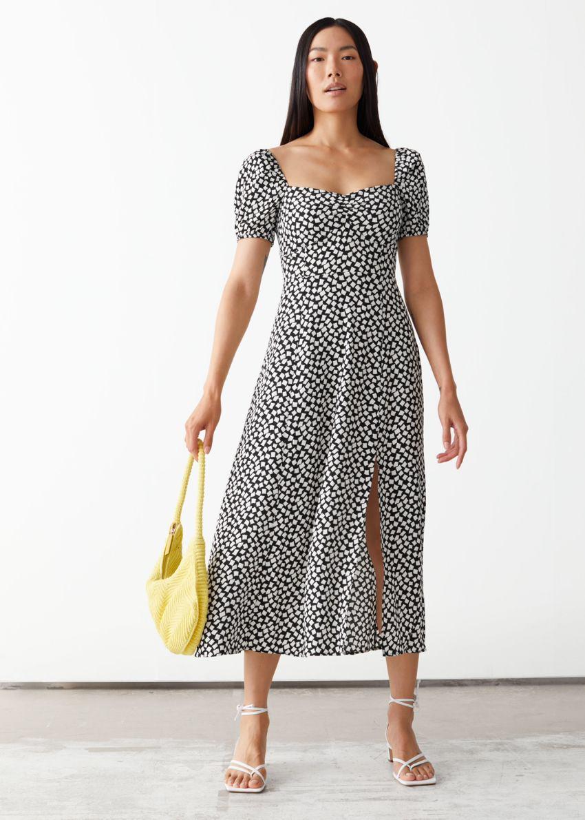 앤아더스토리즈 플로위 퍼프 슬리브 미디 드레스의 블랙 프린트컬러 ECOMLook입니다.