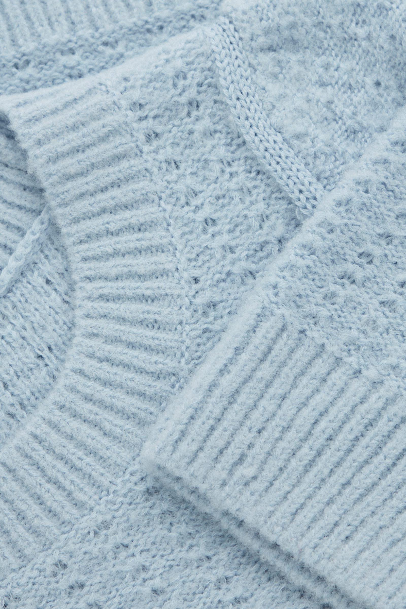 COS 퍼프 슬리브 울 탑의 라이트 블루컬러 Detail입니다.
