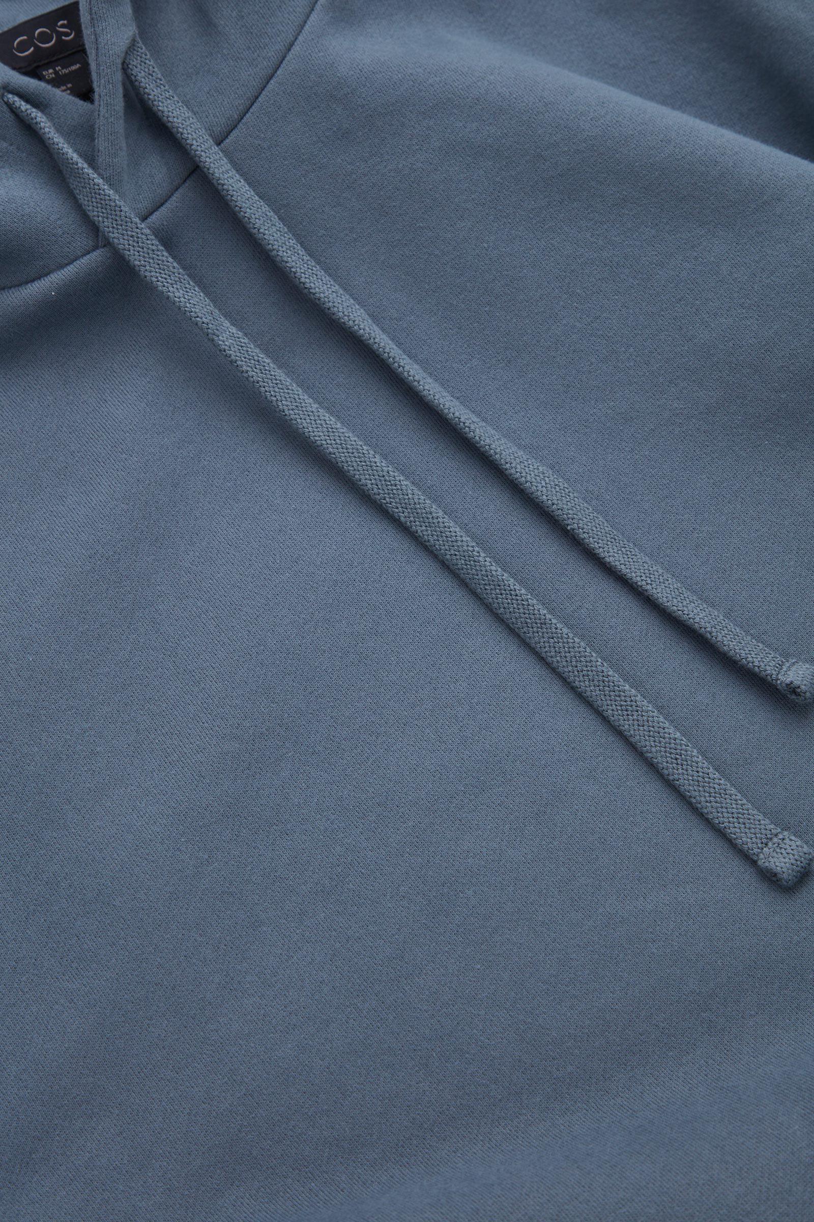 COS 스트럭처드 후디의 네이비컬러 Detail입니다.