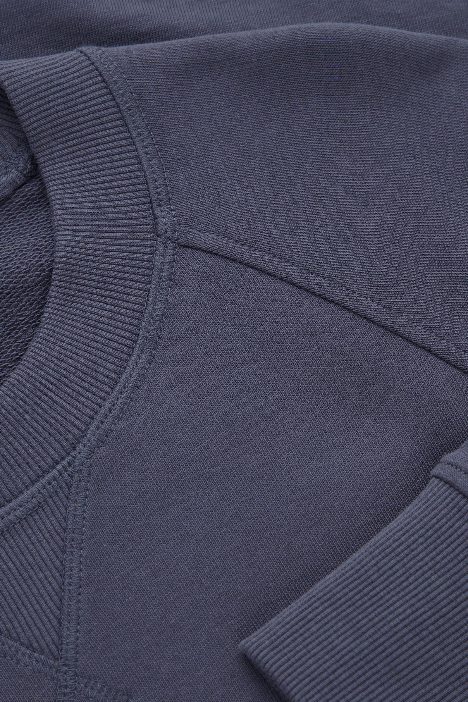COS 릴랙스드 핏 테리 스웻셔츠의 블루컬러 Detail입니다.