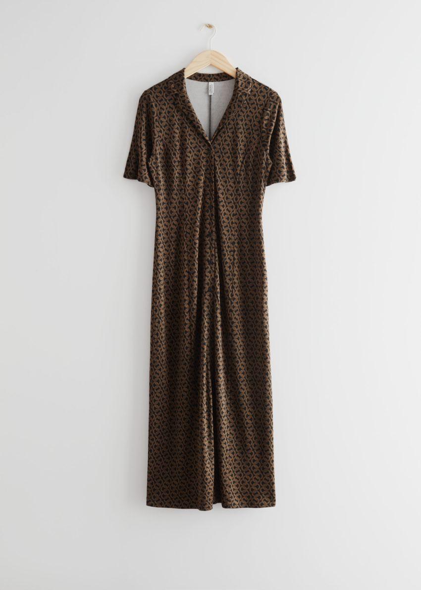 앤아더스토리즈 버튼 미디 드레스의 브라운 프린트컬러 Product입니다.