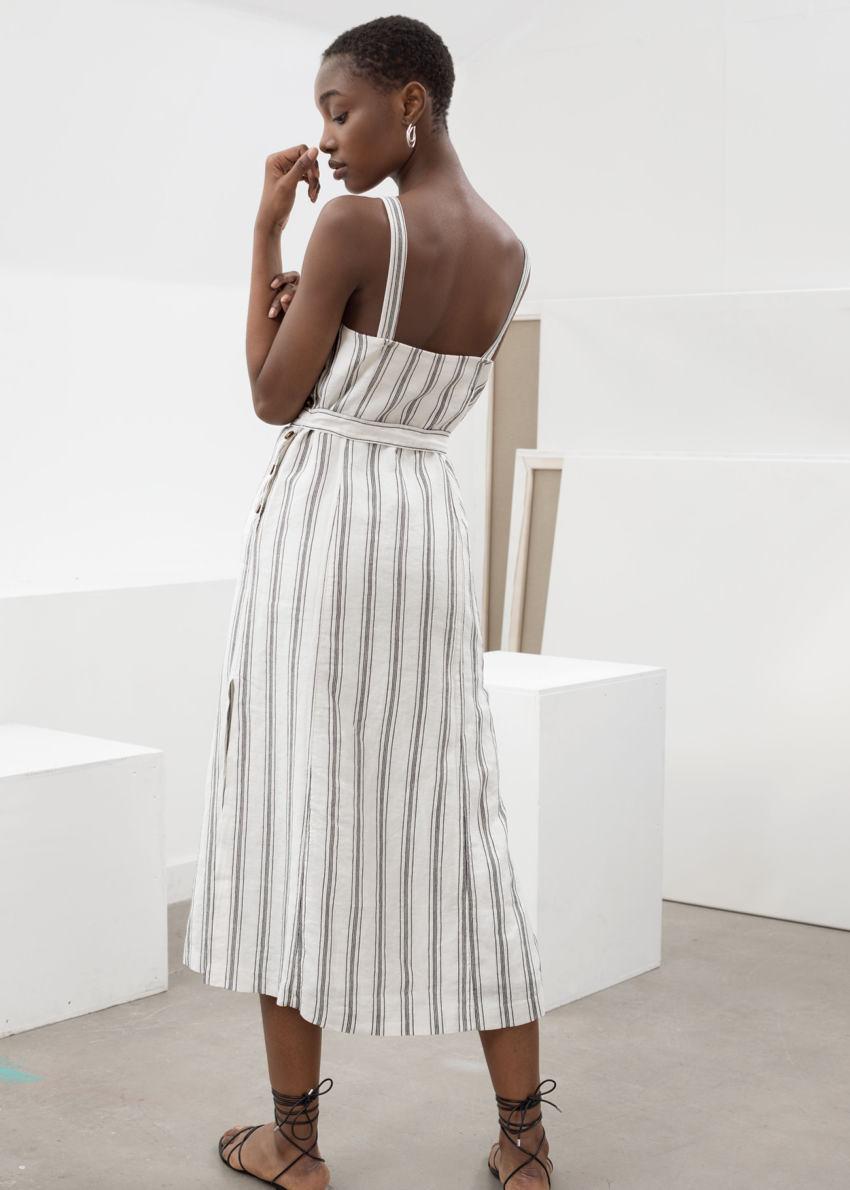 앤아더스토리즈 벨티드 리넨 미디 드레스의 스트라이프컬러 ECOMLook입니다.