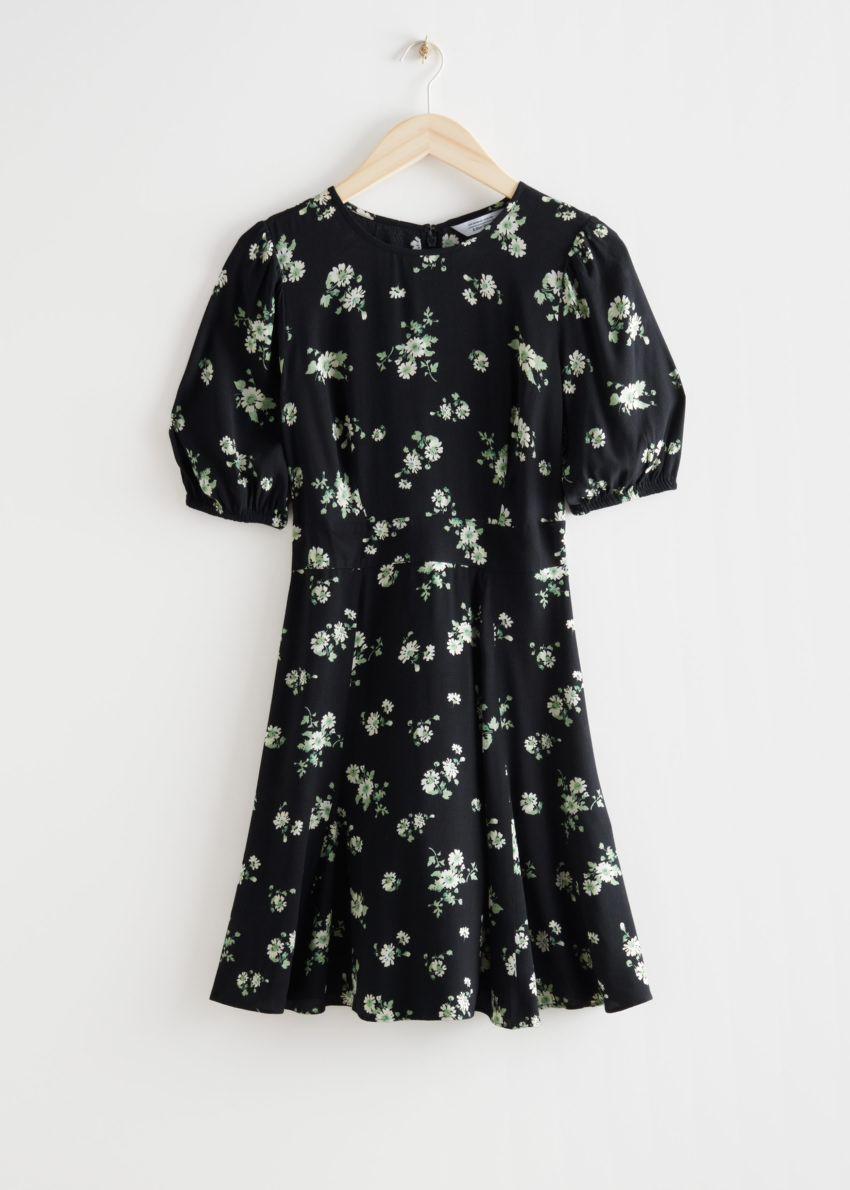 앤아더스토리즈 퍼프 슬리브 미니 드레스의 블랙컬러 Product입니다.