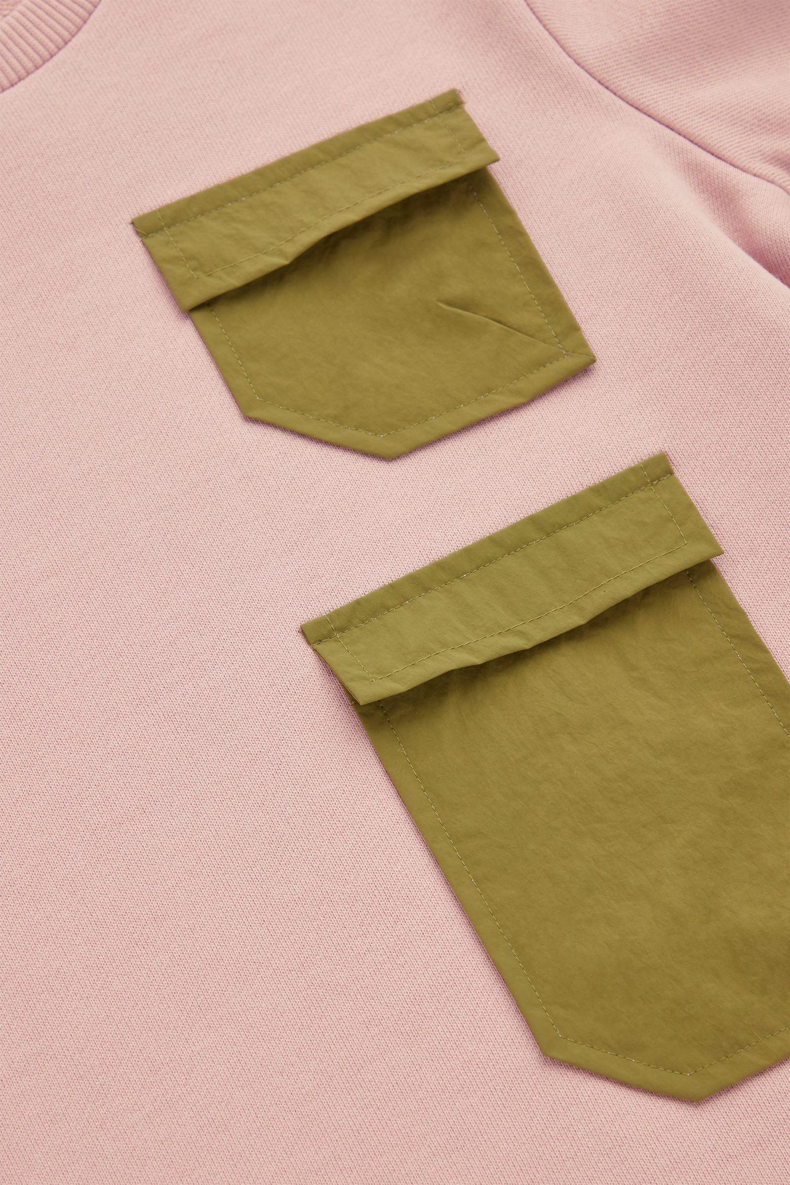 COS 오가닉 코튼 긴소매 패치 포켓 저지 드레스의 핑크컬러 Detail입니다.