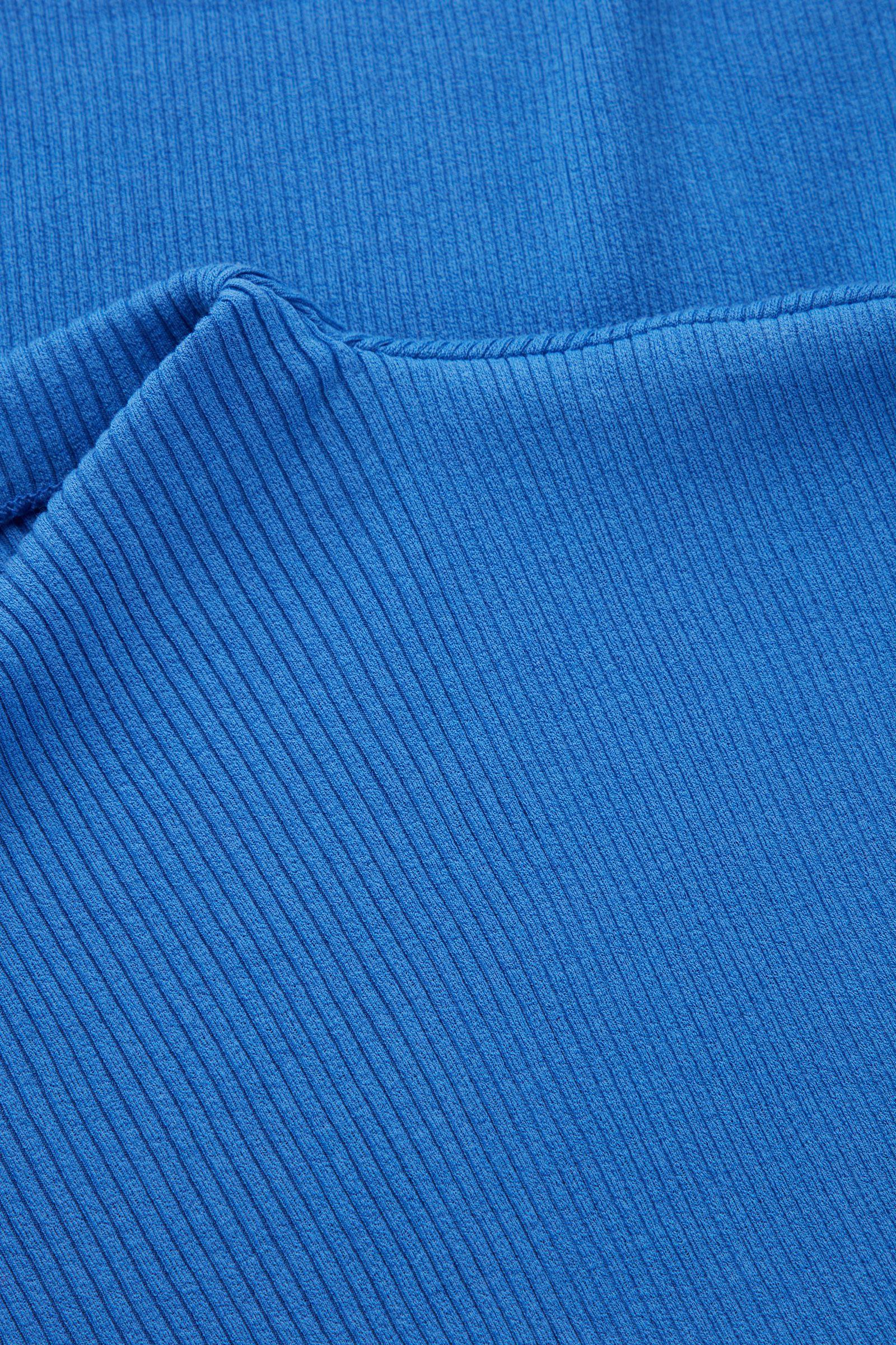 COS 오가닉 코튼 오버사이즈 칼라 니티드 베스트의 블루컬러 Detail입니다.
