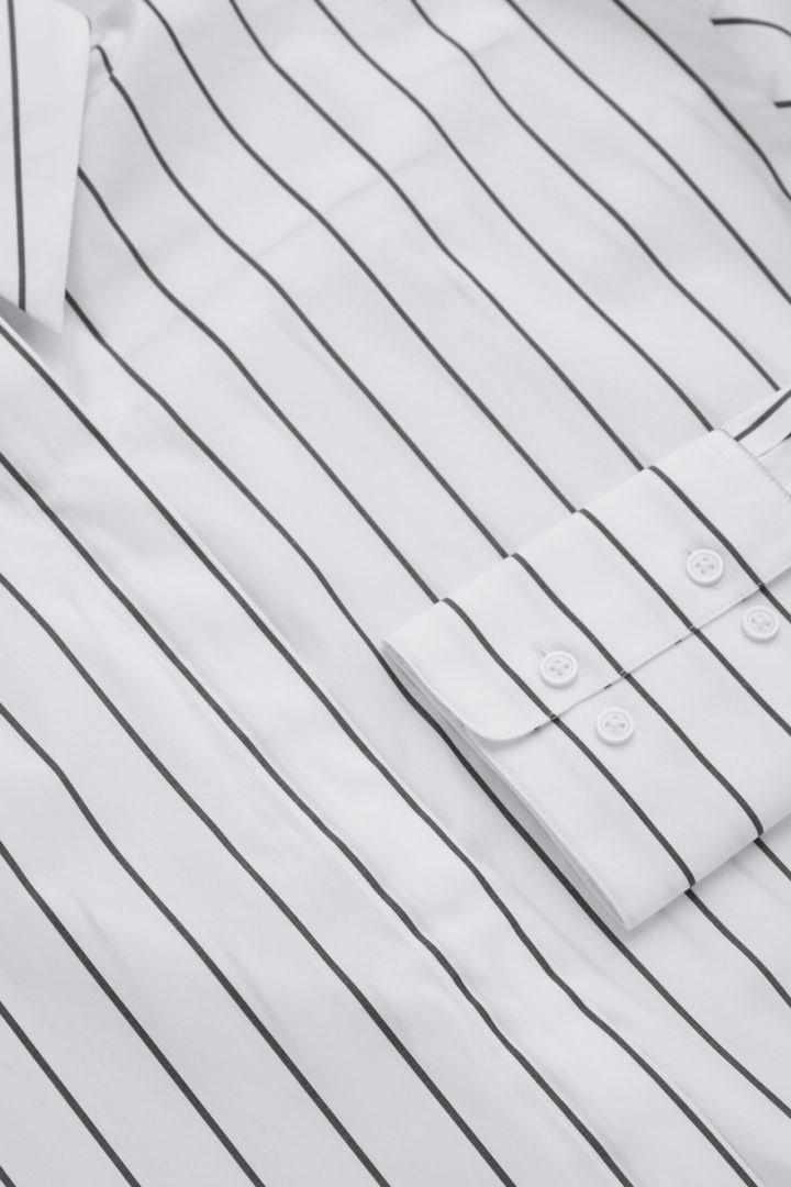 COS 오가닉 코튼 오버사이즈 스트라이프 셔츠의 화이트컬러 Detail입니다.