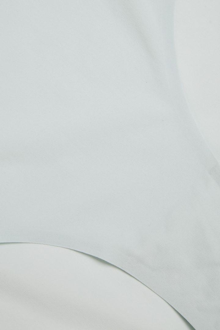 COS 하이 웨이스티드 브리프의 라이트 터쿼이즈컬러 Detail입니다.