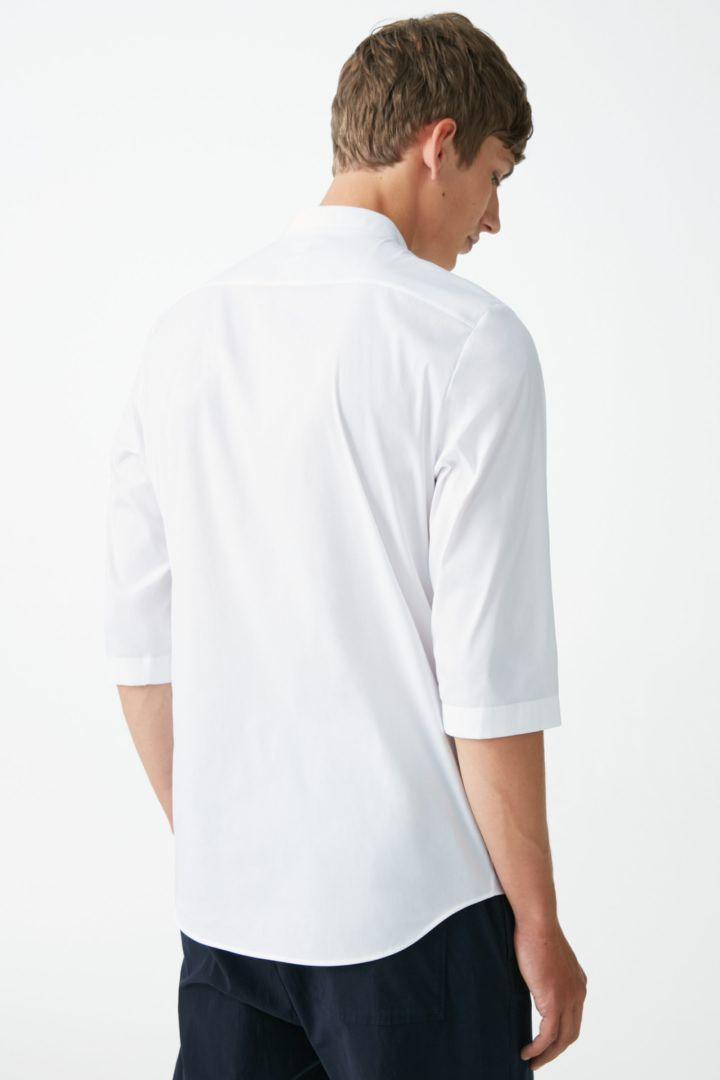 COS 7부 소매 그랜대드 셔츠의 화이트컬러 ECOMLook입니다.