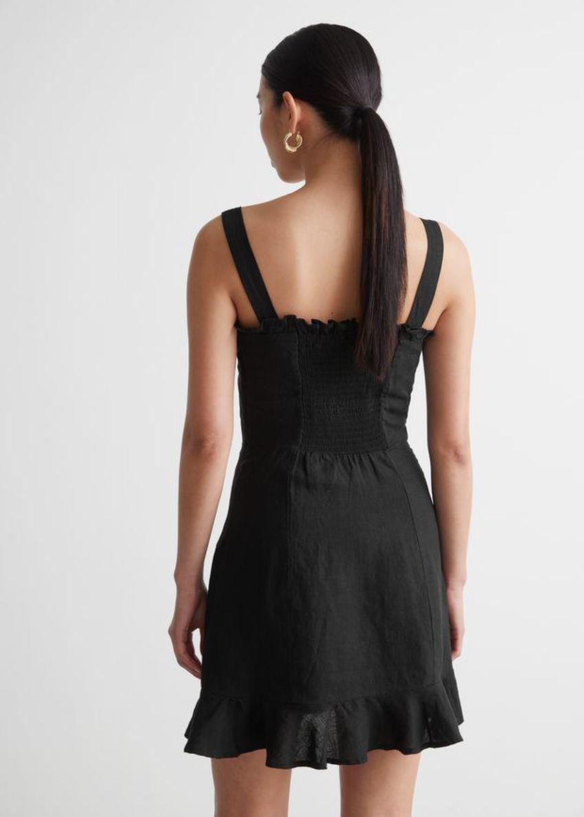 앤아더스토리즈 리넨 러플 미니 드레스의 블랙컬러 ECOMLook입니다.