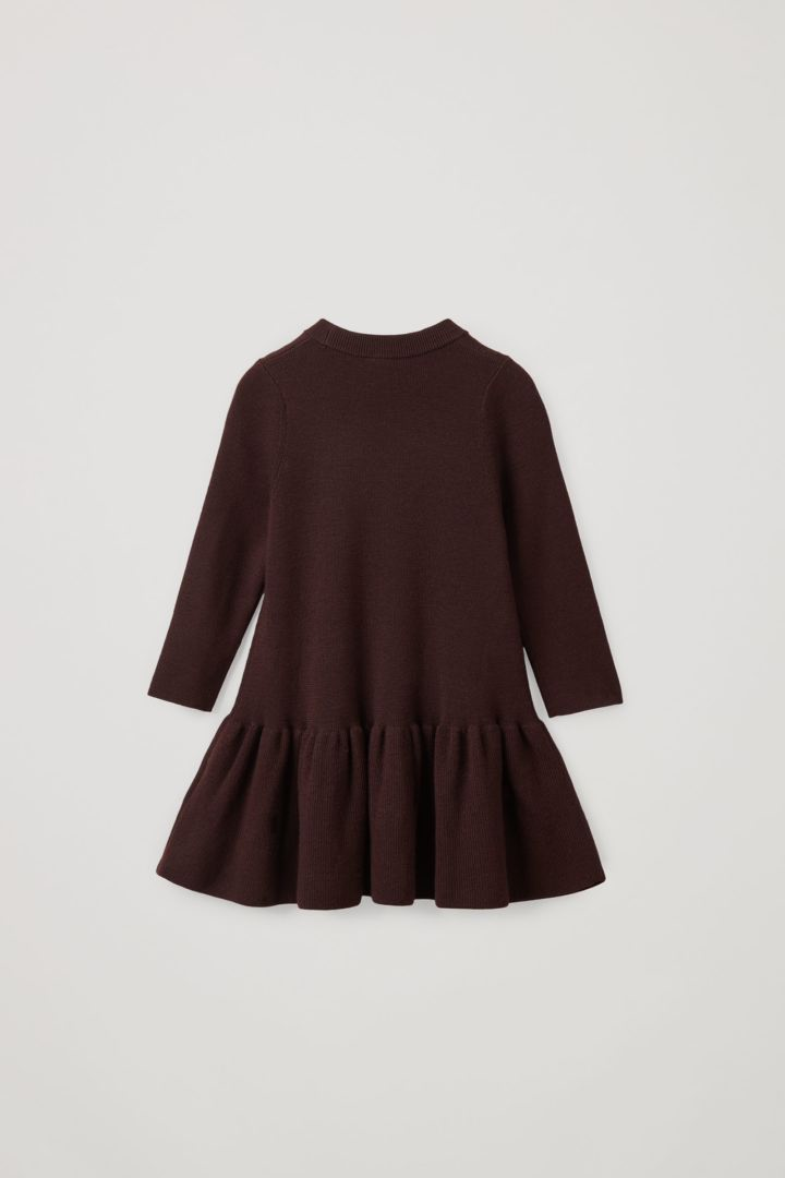 COS 울 페플럼 드레스의 딥 퍼플컬러 Product입니다.