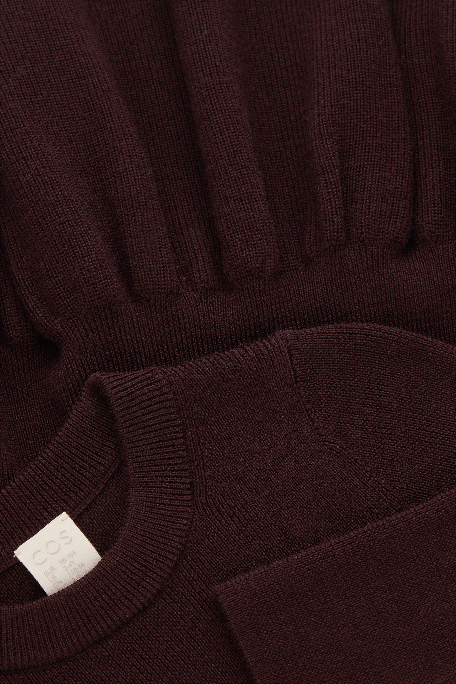 COS 울 페플럼 드레스의 딥 퍼플컬러 Detail입니다.