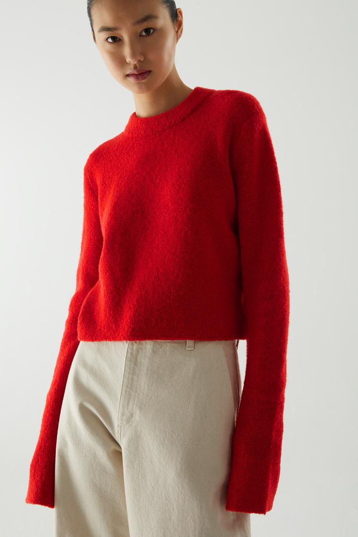 COS default image 10 of 레드 in 크롭 울 믹스 스웨터