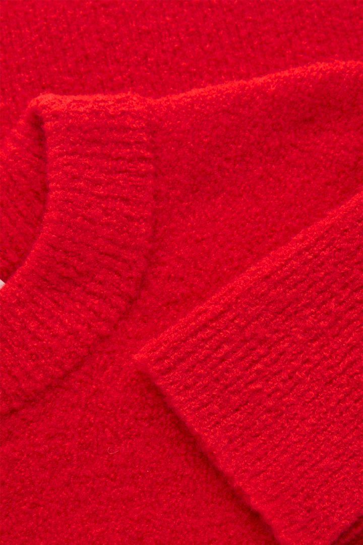 COS hover image 2 of 레드 in 크롭 울 믹스 스웨터