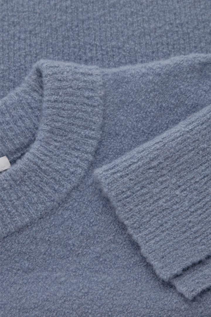 COS hover image 1 of 블루 in 크롭 울 믹스 스웨터