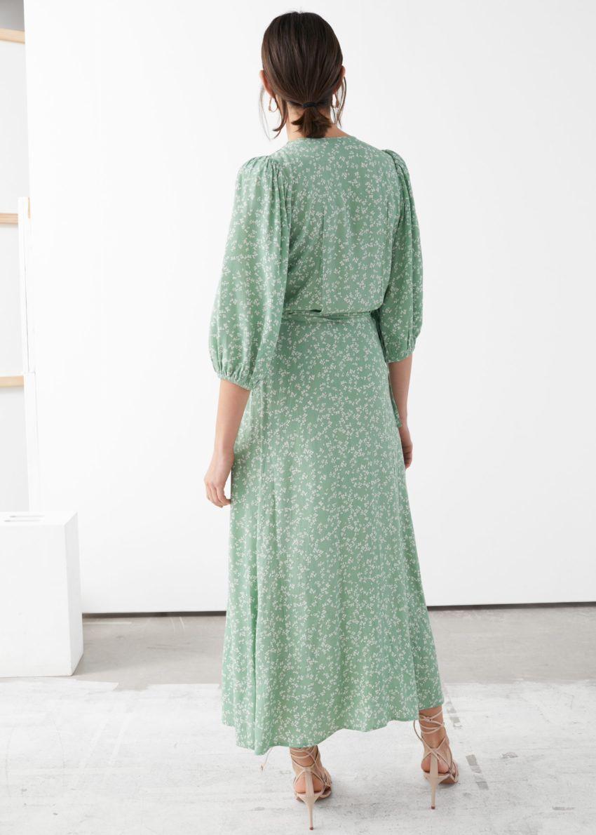 앤아더스토리즈 프린트 퍼프 슬리브 미디 랩 드레스의 그린 플로럴컬러 ECOMLook입니다.