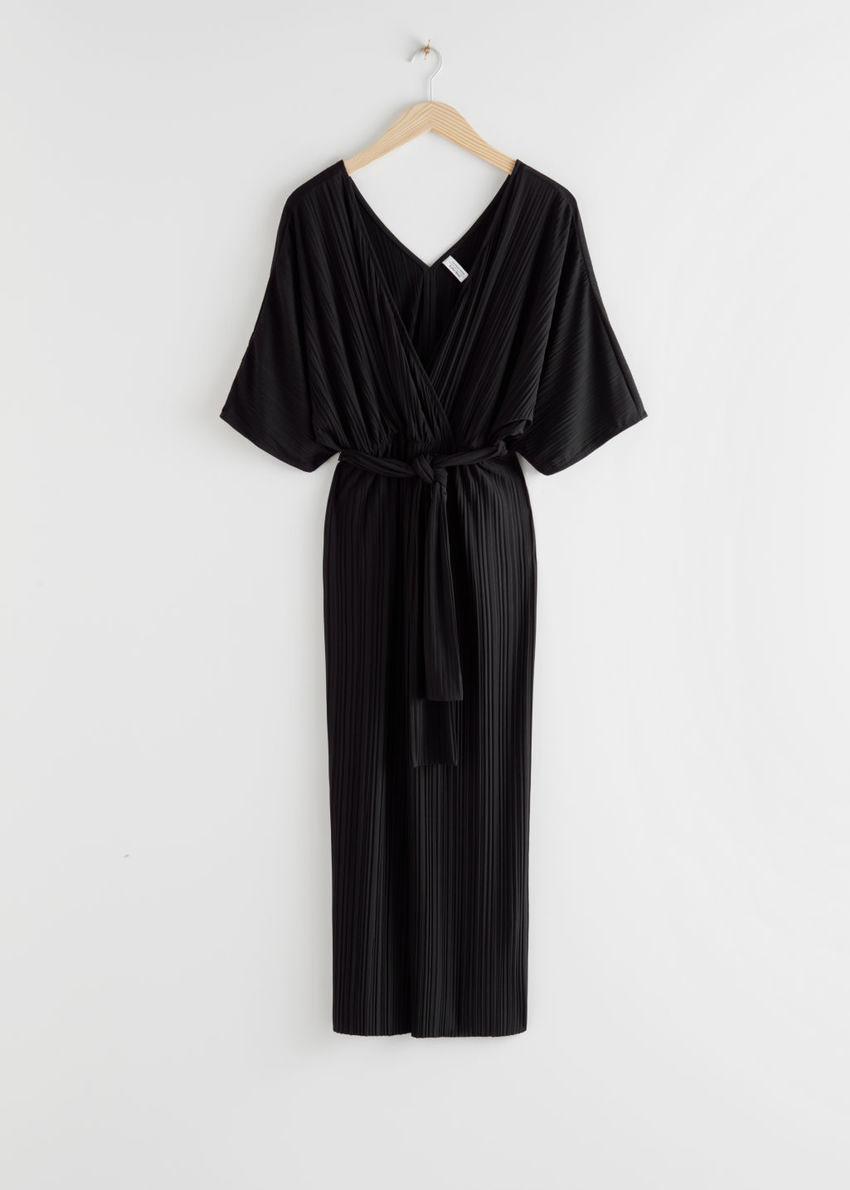 앤아더스토리즈 벨티드 백 슬릿 맥시 드레스의 블랙컬러 Product입니다.