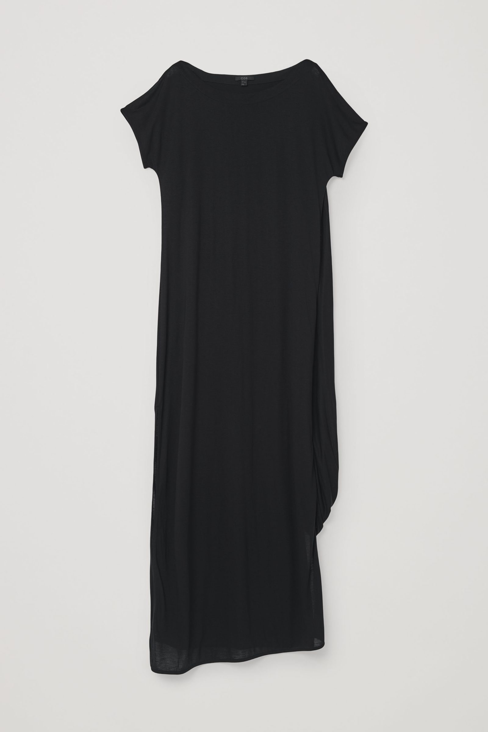 COS 롱 드레이프드 드레스의 블랙컬러 Product입니다.
